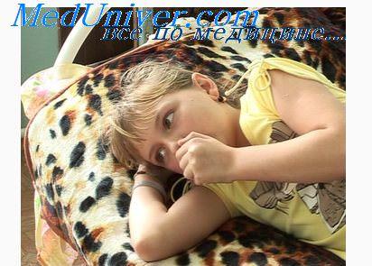 Пневмония одолевает старших детей и плохо поддаётся лечению.