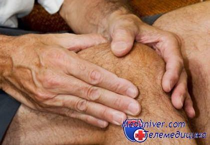 от чего болят колени